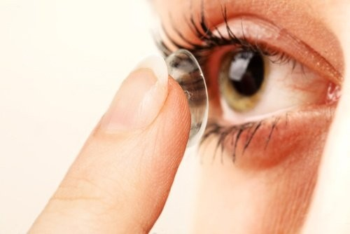 Accent Eye Care Contact lenses for people with dry eyes