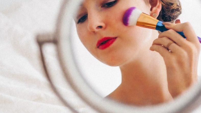 Accent Eye Care Safe Habits for Eye Makeup